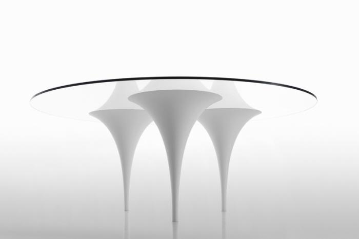 Üç ayaklı masa