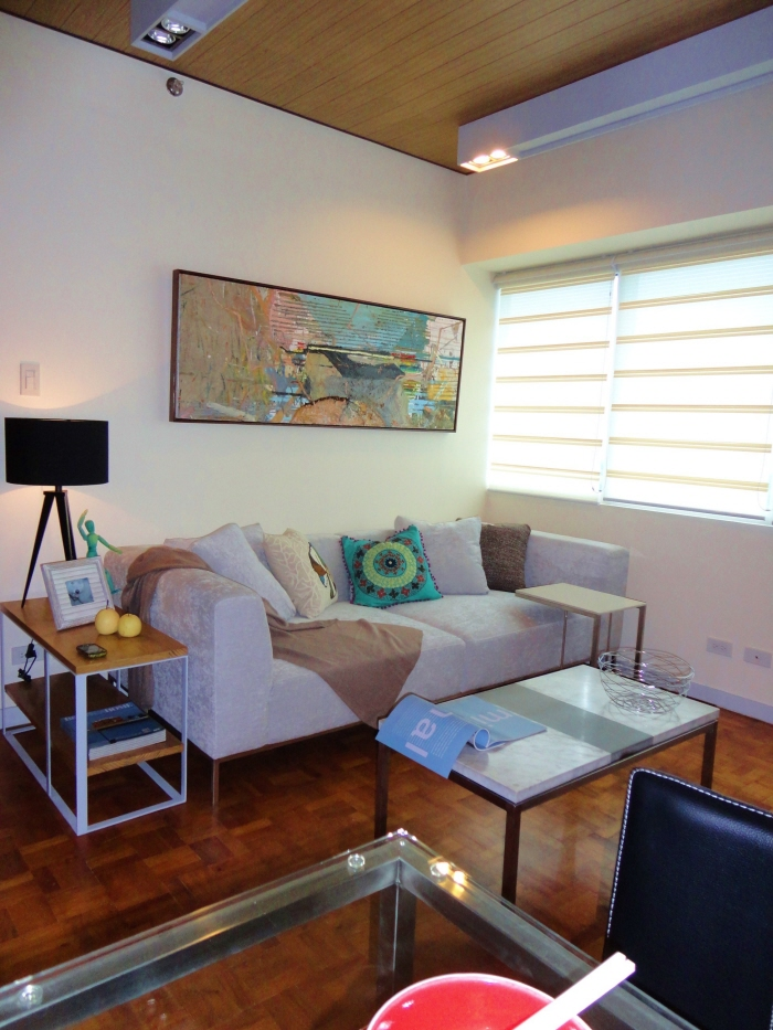 Minimalist condominium design 5th avenue place by lianne for Minimalist condo design