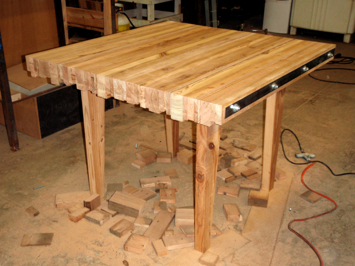 Wonderful Scrap Wood Table   A Table Made From Wood From Recycled Scrap Pallets