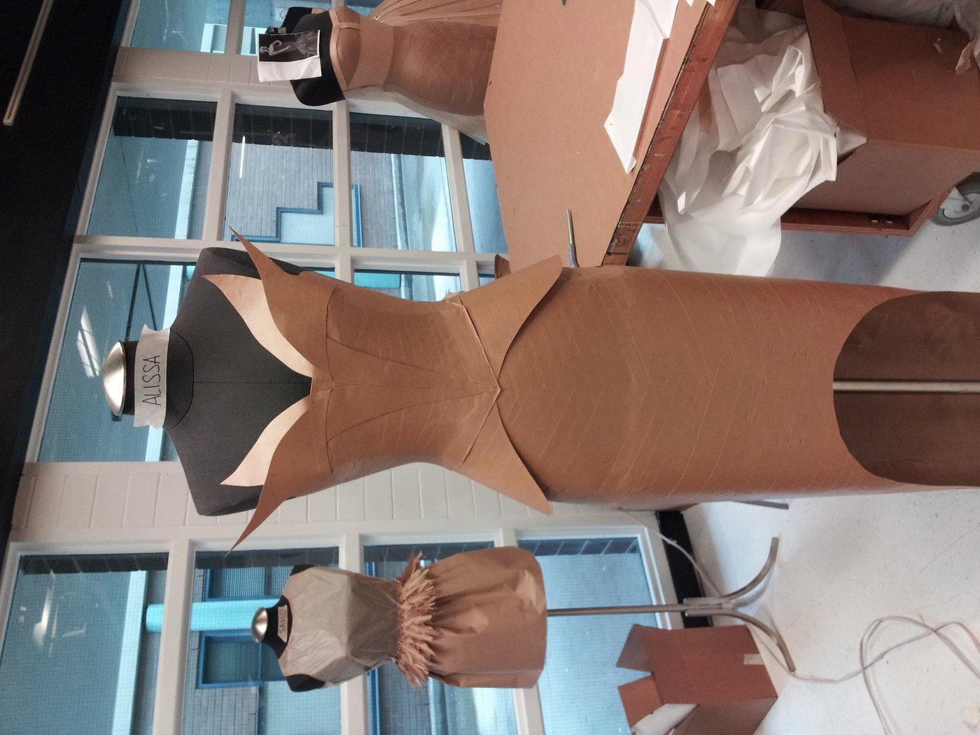 Сшить платье из бумаги