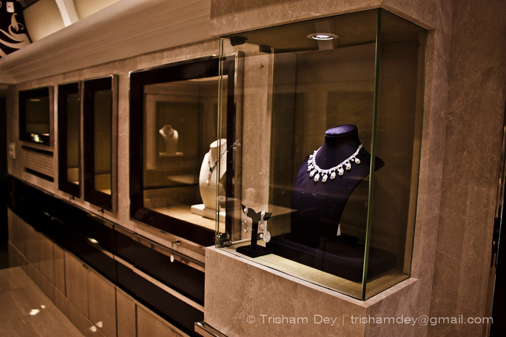 Showroom for Leela Jewellers - Retail Interiors for a family run ...