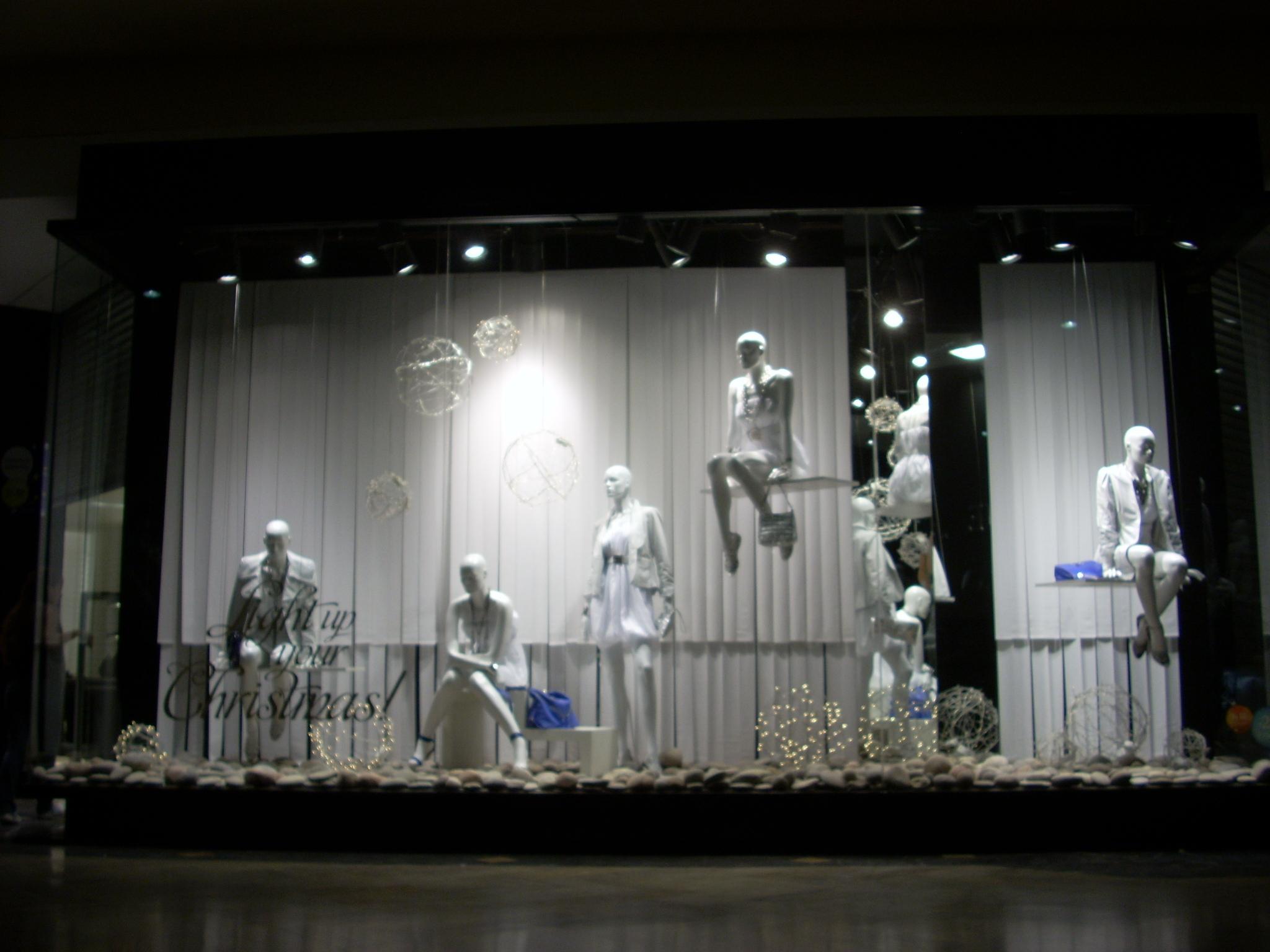Shop windows by polo creativo desarrollo de productos at for Designer windows