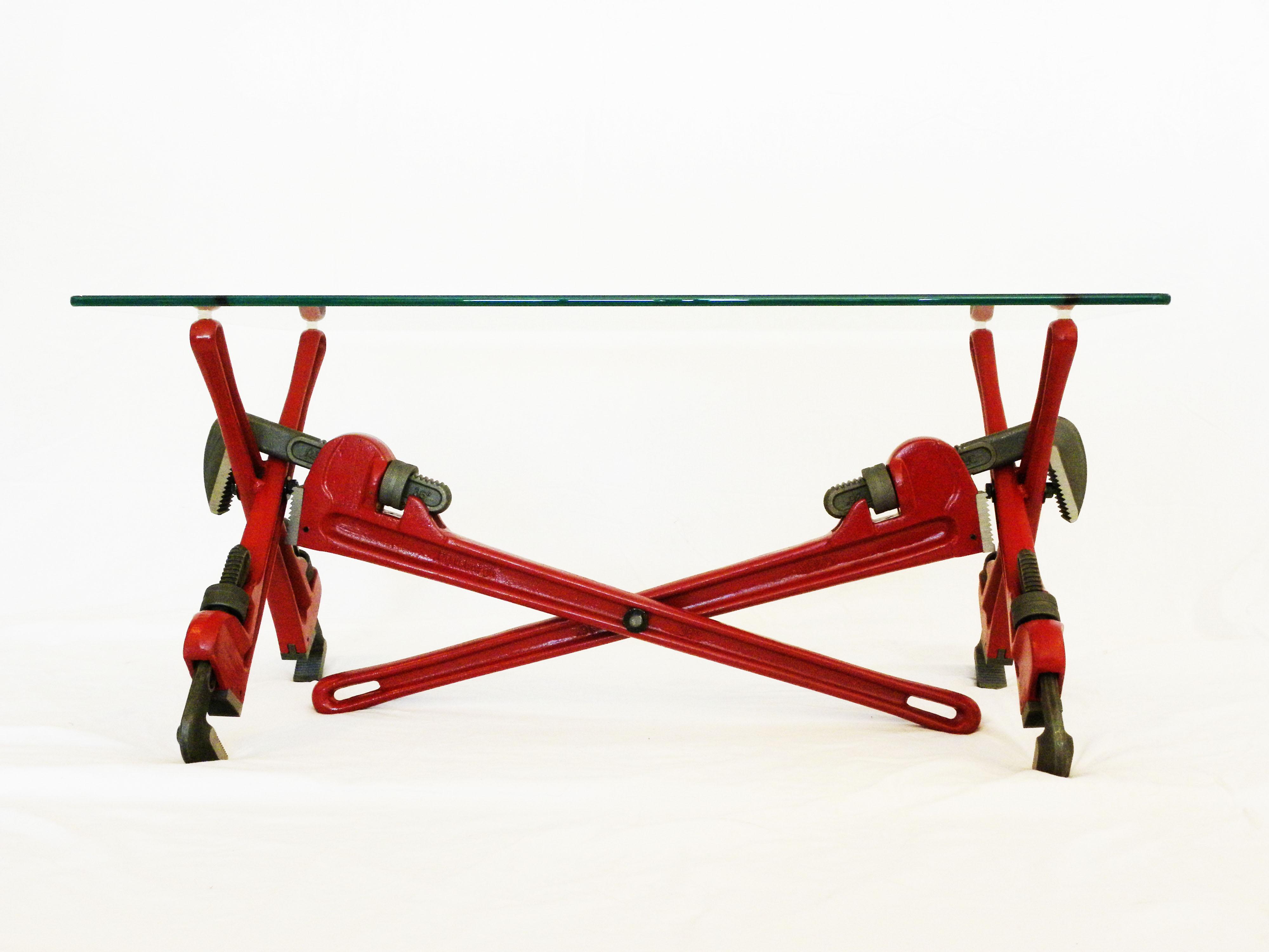 Подобные столики для гостиной, где ножки сделаны из ключей. А ножки