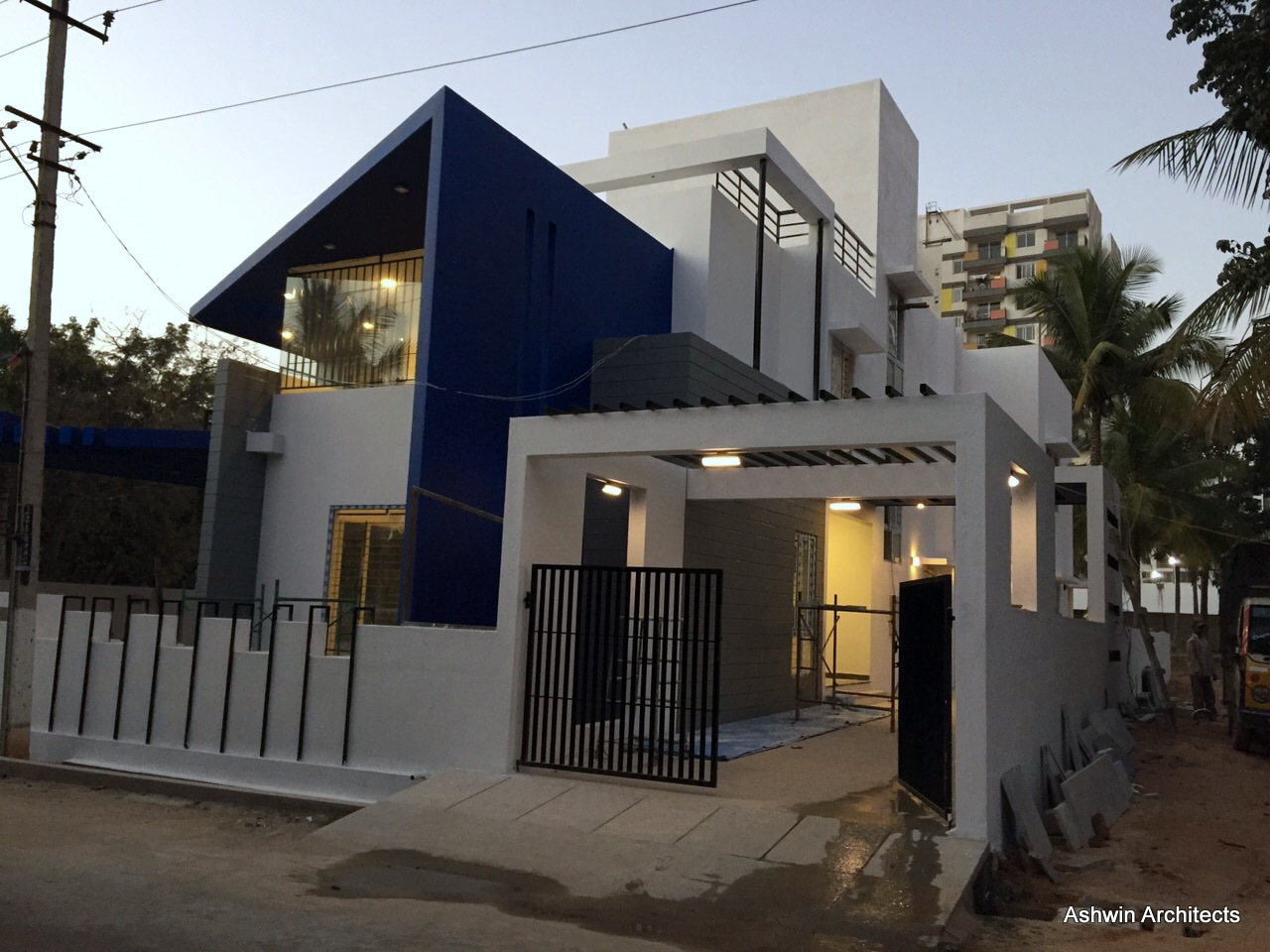 Luxury modern villa designs bangalore by ashwin for Luxury bungalow designs