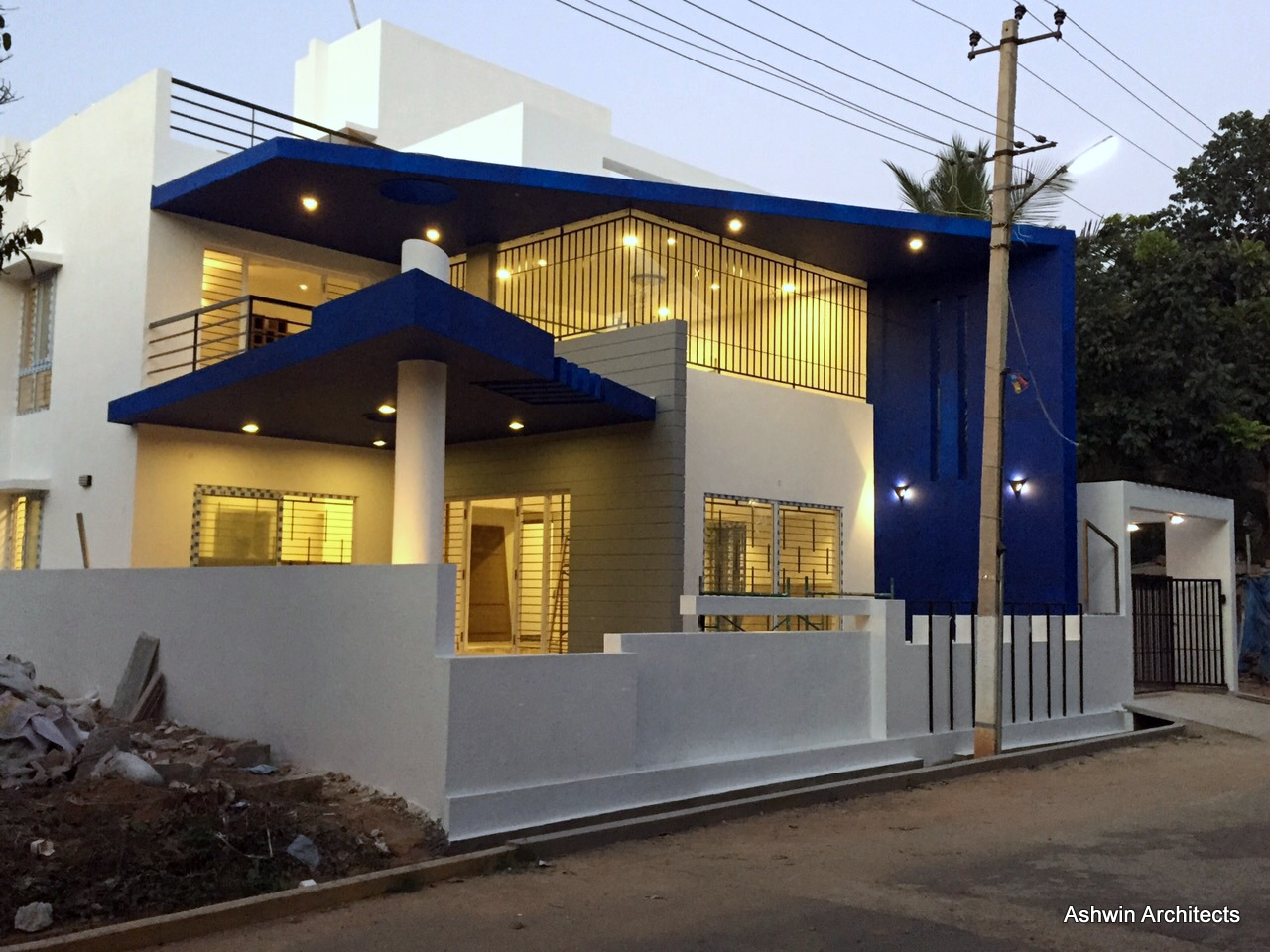 Luxury modern villa designs bangalore by ashwin for Modern luxury villa design
