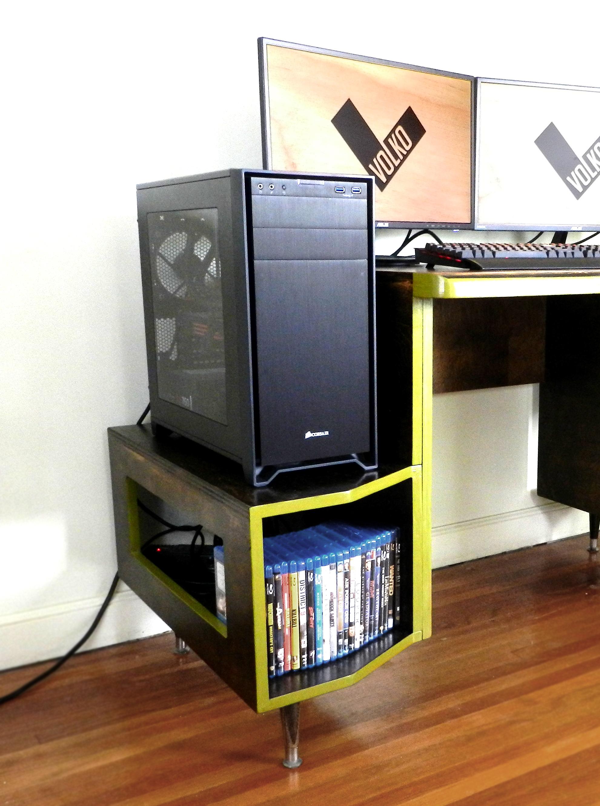Paragon Gaming Desk