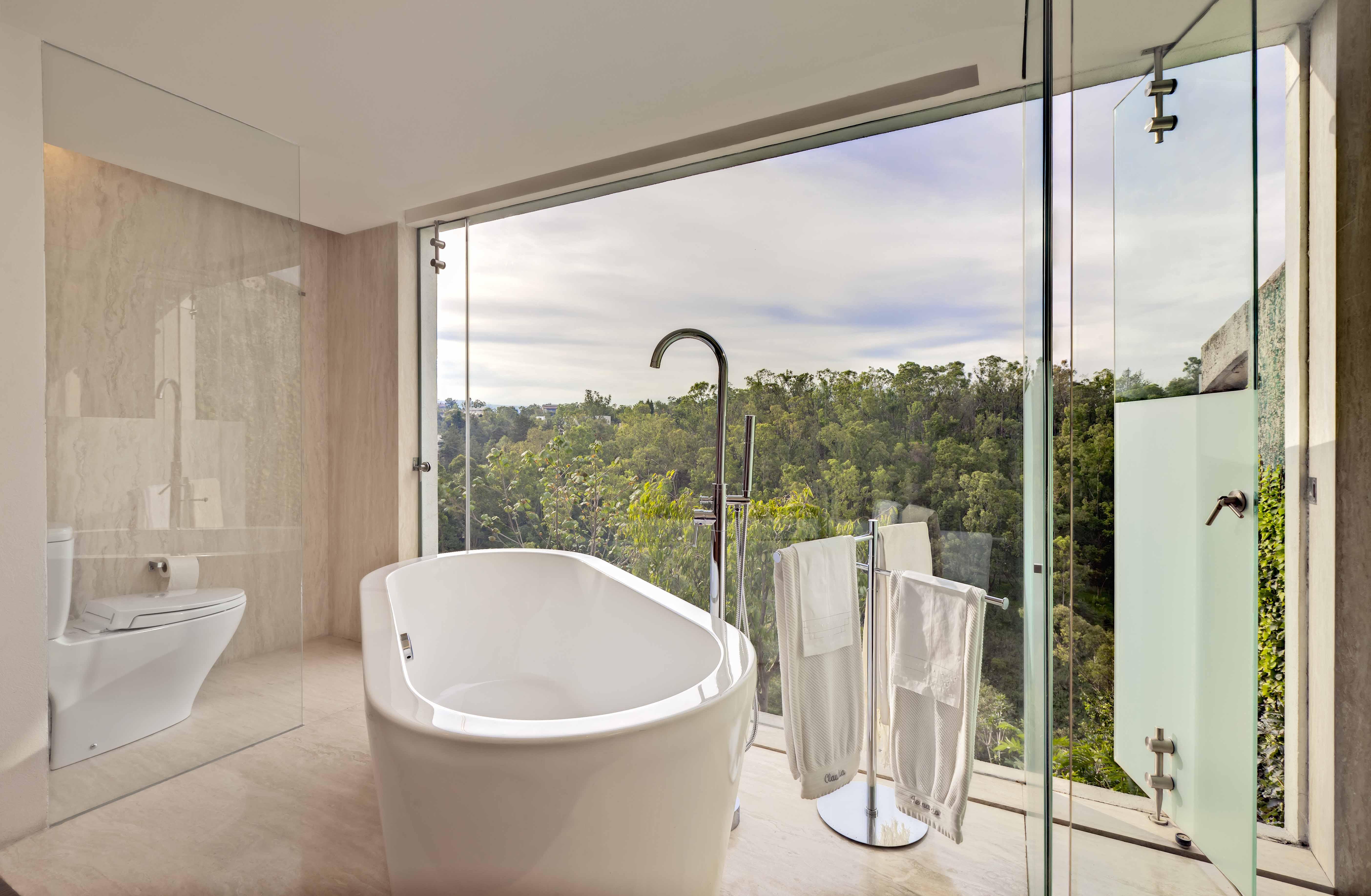 Журнал Дизайн ванной с окном в коттедже